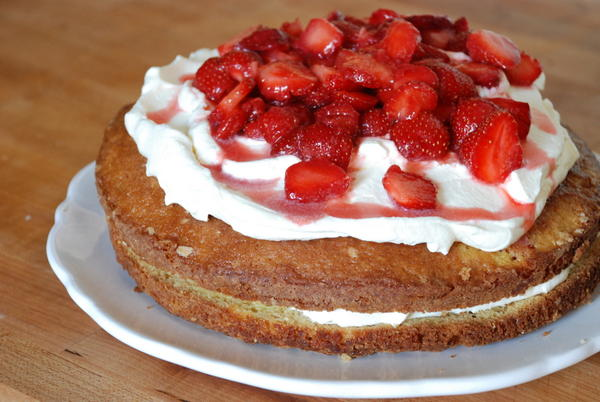Double-Decker Strawberry Summer Cake